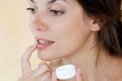 Tips Mengatasi Bibir Pecah-Pecah Dan Kering