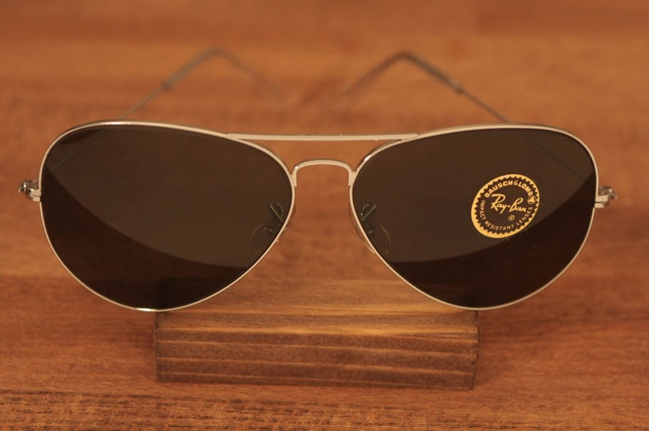 b9f02b39f5133 Both lenses are engraved with the BL sign. The top of the bridge is stamped  with B L RAY BAN U.S.A.