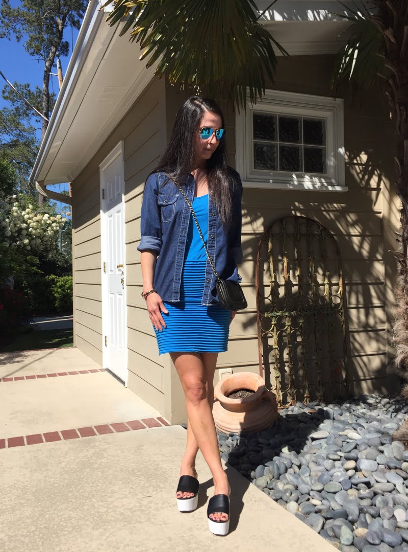 Blue and Jean Outfit with Blue Raybans on.