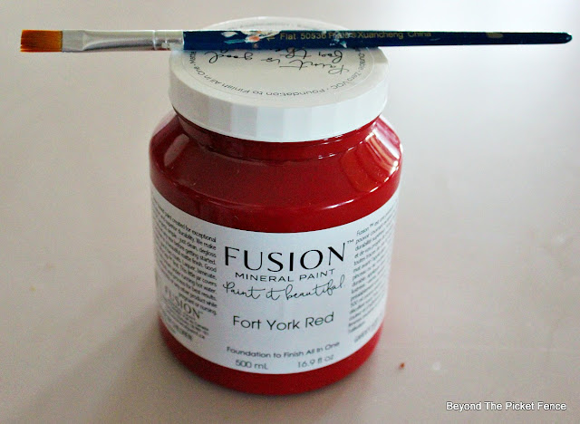 red paint, Fusion mineral paint, Christmas project, https://goo.gl/BcyJKv