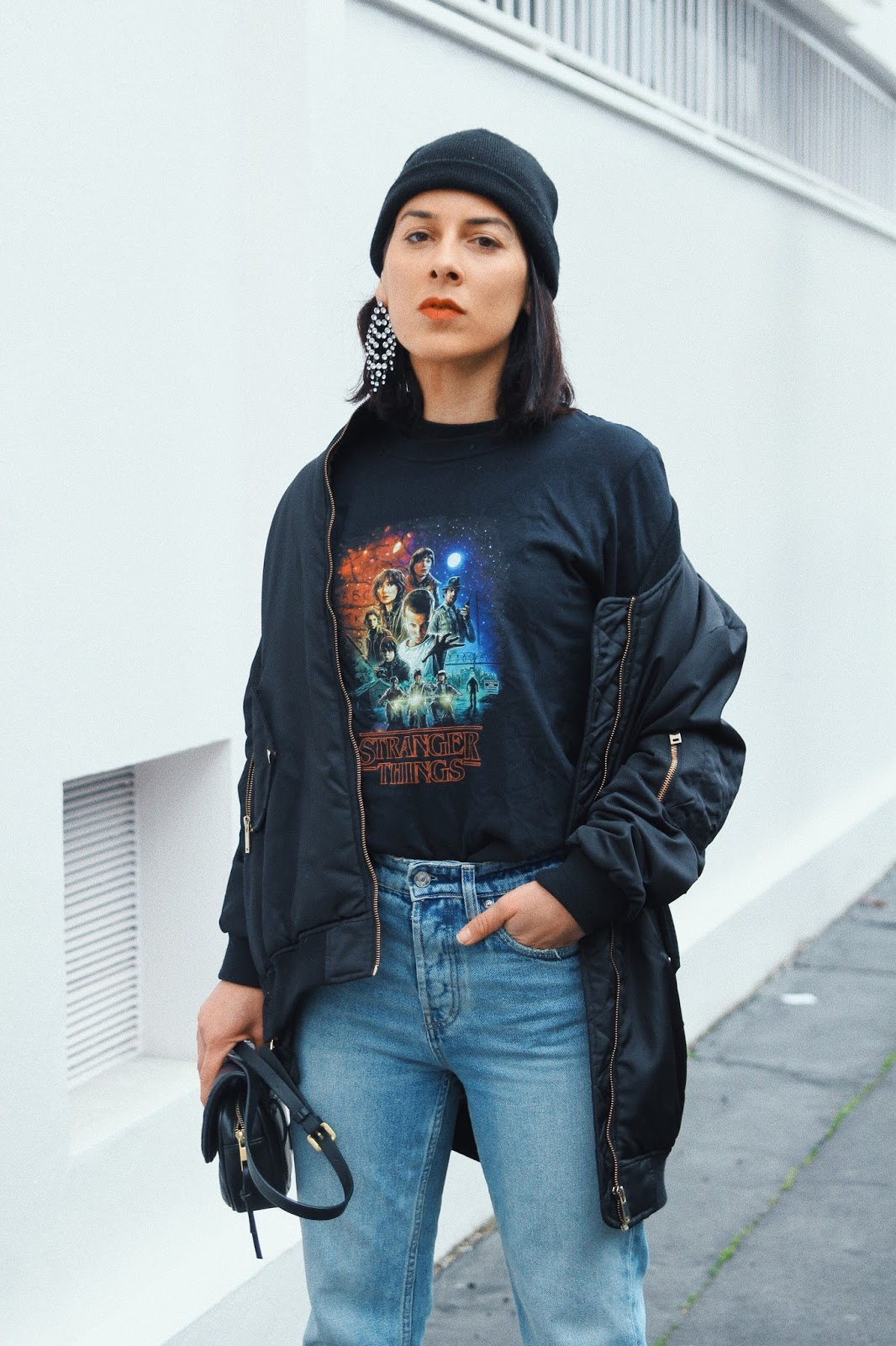 bottines blanche t-shirt strangers things idée de look printemps