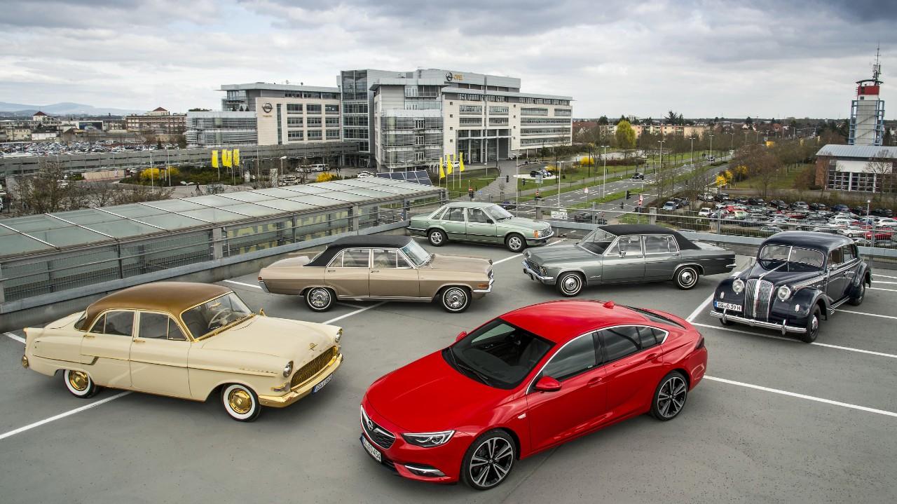 Ναυαρχίδες στο περίπτερο της Opel στην Techno Classica: Από το 1937 Admiral μέχρι το νέο Insignia μέσα σε 8 δεκαετίες!