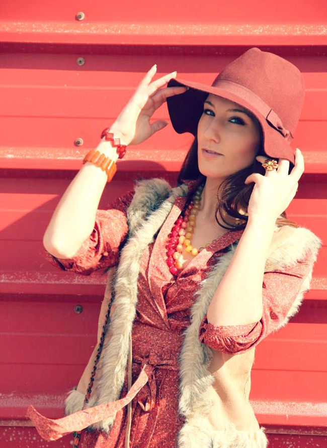 faux fur vest, Pull&Bear red orange hat