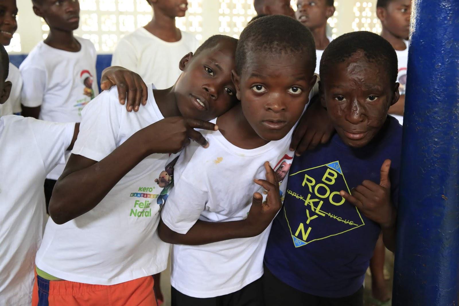 Crianças E Jovens Desfavorecidos Brindados Com Palestra