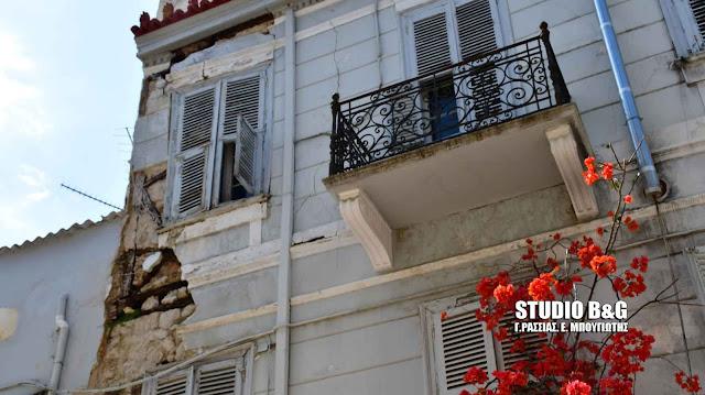Κίνδυνος από ετοιμόρροπο κτίριο στο ιστορικό κέντρο του Ναυπλίου - Μεγάλο πρόβλημα και με άλλα κτίρια στην ιστορική πόλη