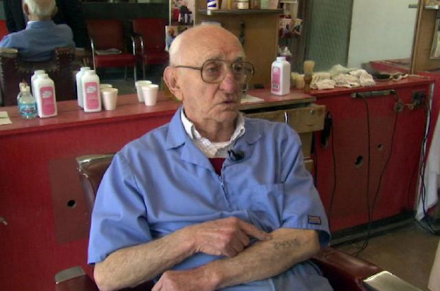 Barbero de Auschwitz se retiró con 96 años de edad