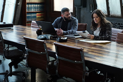 Guillermo Diaz and Katie Lowes in Scandal Season 6 (19)