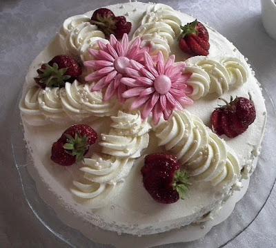 Katin rippijuhla kakku, täytekakku, mansikkakakku