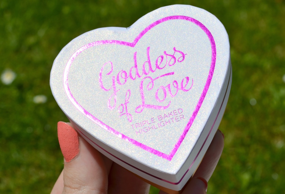 Image of the heart shaped highlighter box shimmering under the sun