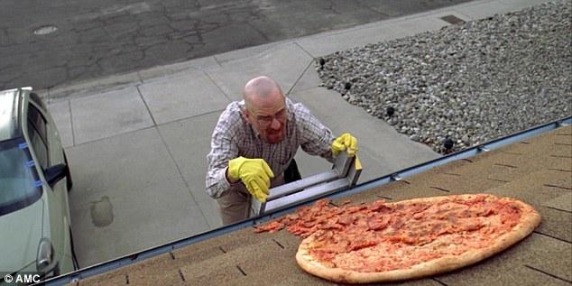"""Piden que dejen de lanzar pizzas a la casa de """"Walter White"""""""