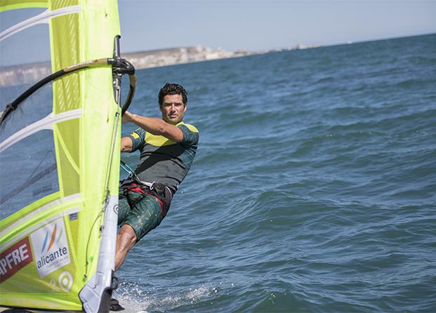 Cómo se cuida el atleta Olímpico de windsfurf Iván Pastor