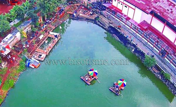 Wahana air bale kambang Situ Rawa Gede Bekasi