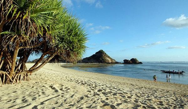 indahnya pantai di pulau lombok