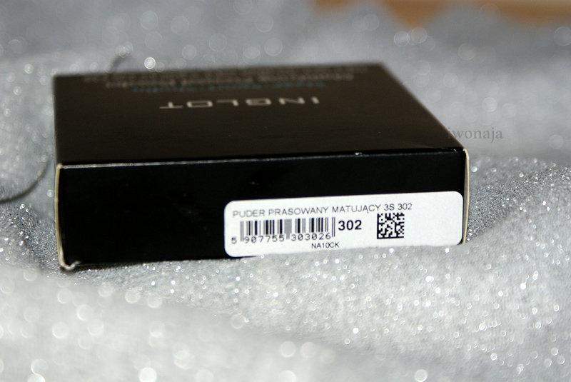 dcd7bd90d5abae Czarny, przyjemnie wyglądający kartonik a w nim puderniczka z lusterkiem,  takiego widoku spodziewajmy się po zakupie tegoż produktu.
