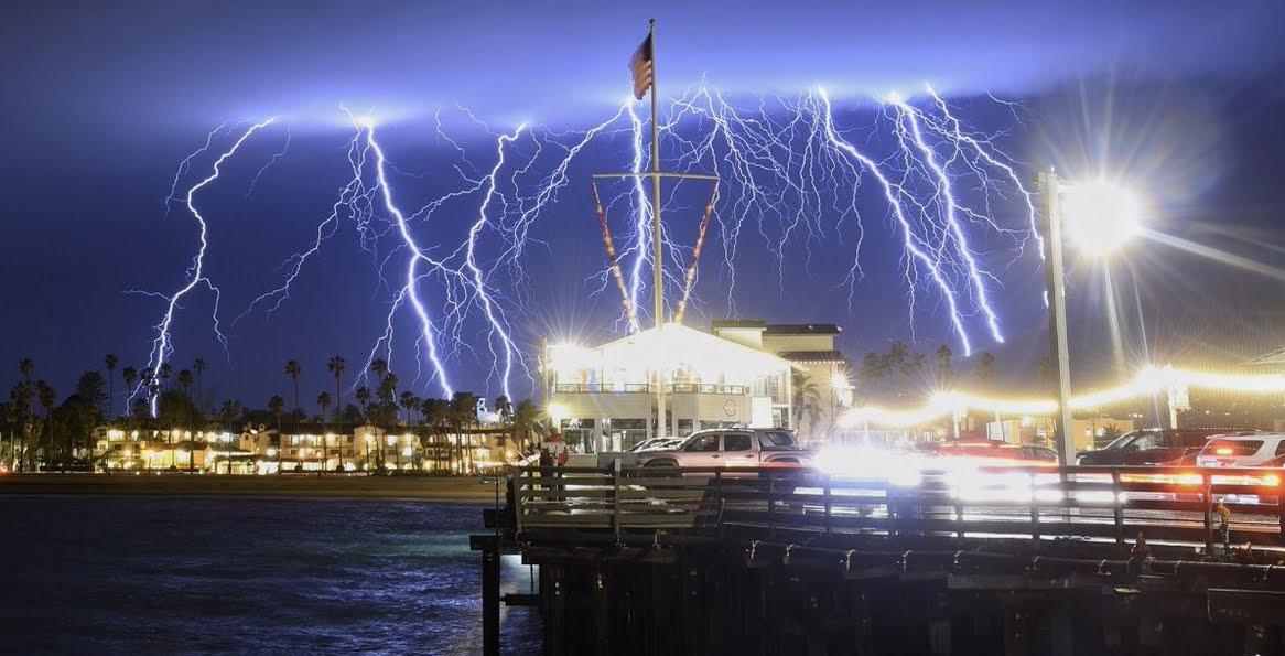 Impressionante! Oltre 2000 fulmini in 5 ore nel sud della California.