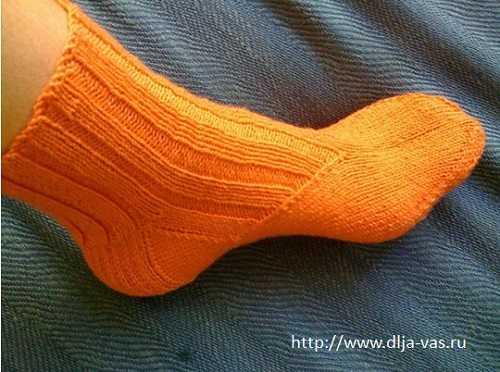 Как связать носки по косой.