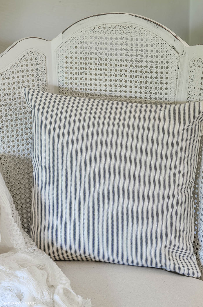 One of the easiest sewing projects you can try is making a pillow.   This tutorial teaches how to make an envelope pillow cover which requires just  some simple cutting and a few straight stitches.    |  www.andersonandgrant.com