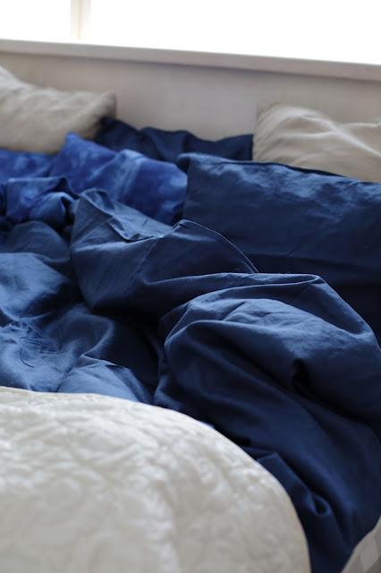 blue linen sheets, sininen pellavalakana