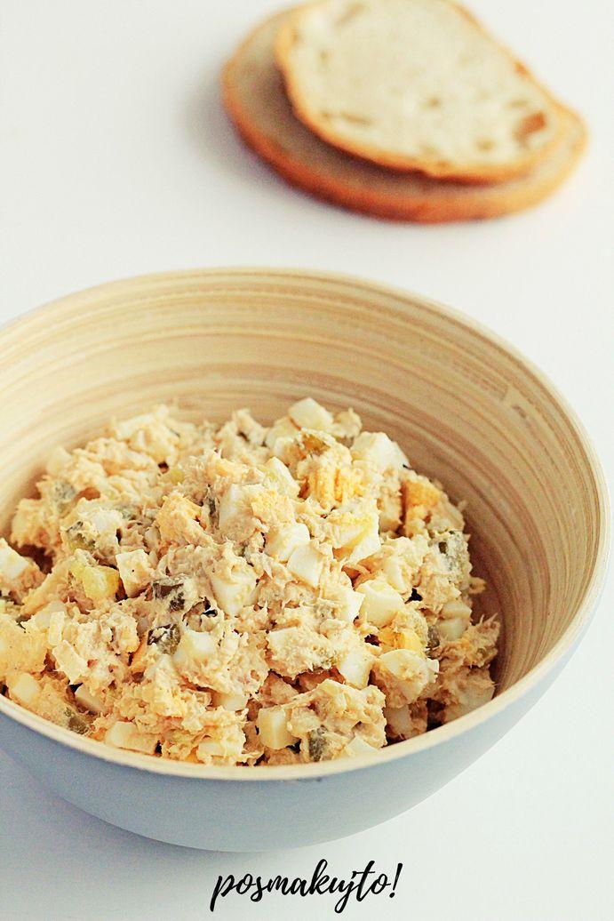 pasta z wedzonej makreli z ogorkami kiszonymi i jajkami