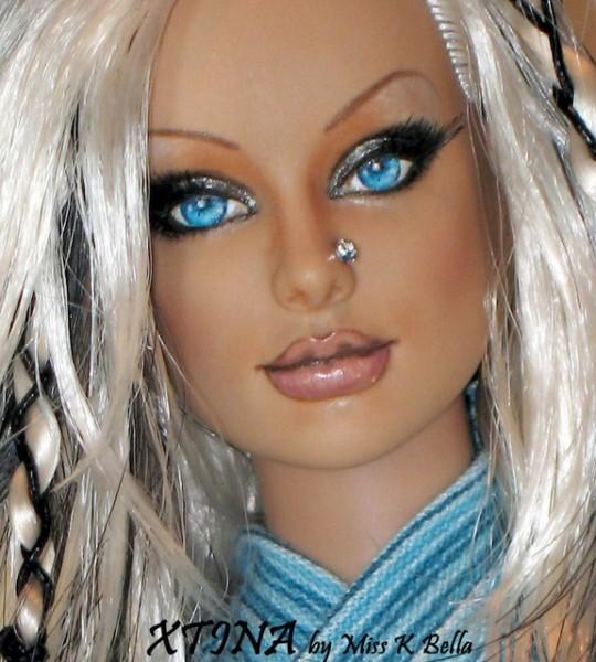 Muñeca o figura de acción con increíble parecido Christina Aguilera