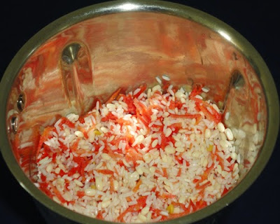 gajar, rice, urad dal in a mixer jar