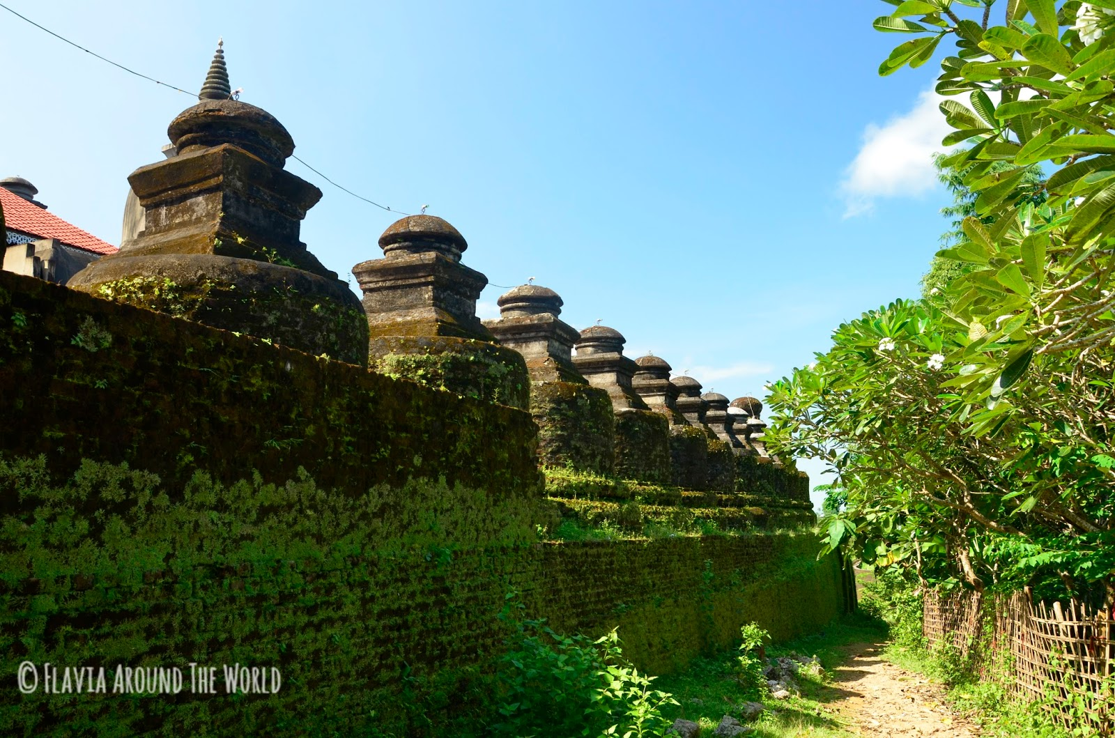 Murallas del templo de Shitthaung, Mrauk U, Myanmar