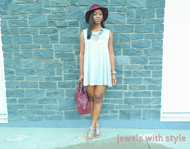 swing dress, gray swing dress, how to wear a swing dress, comfortable dresses, how to wear a fedora, jewels with style, black fashion blogger, columbus ohio, ohio bloggers, ohio fashion bloggers, maroon fedora, sweatshirt dress,