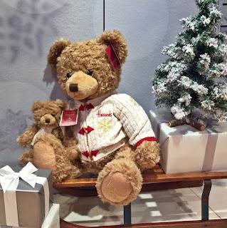 Ursuletul HUGH in reclama de CRACIUN 2016 a magazinului HARRODS