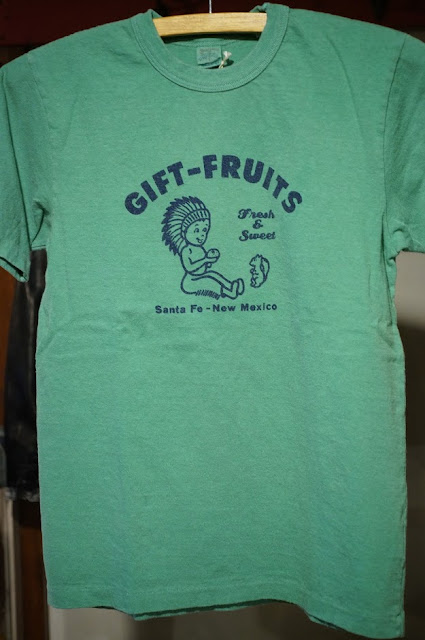 UES GIFT-FRUITS Tシャツ