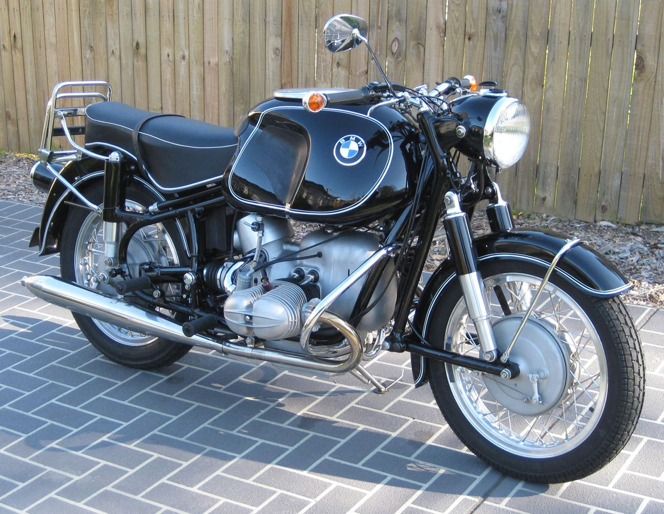 the velobanjogent: sorbo's recently restored bmw r69s 600cc twin..