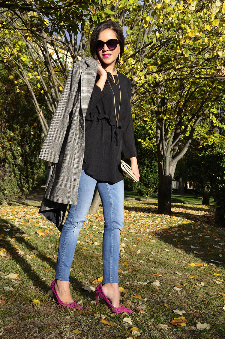 trends_gallery_look_pink_stilettos_jeans_coat_black_blouse_outfit_blogger