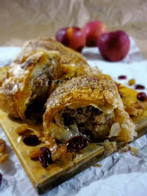 Apple Strudel recipe from phyllo sheet | Çitra's Home Diary. #inseason #fallbaking #applerecipe #applestrudle #phyllodessert