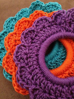 Medium Crochet Flower Pattern : Fiber Flux: Crochet for Your Hair! 12 Pretty Accessories...