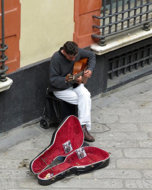 Street musician, Via Garibaldi, Genoa
