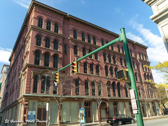 Larned Building - Syracuse, NY por El Guisante Verde Project