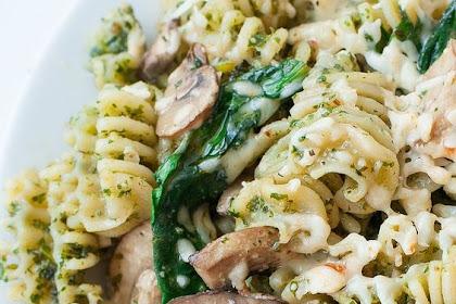 Roasted Garlic Kale Pesto Pasta