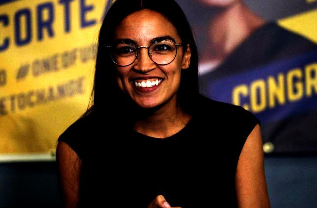 الديموقراطية أوكاسيو-كورتيز تدخل التاريخ كأصغر نائبة في الكونغرس الأميركي