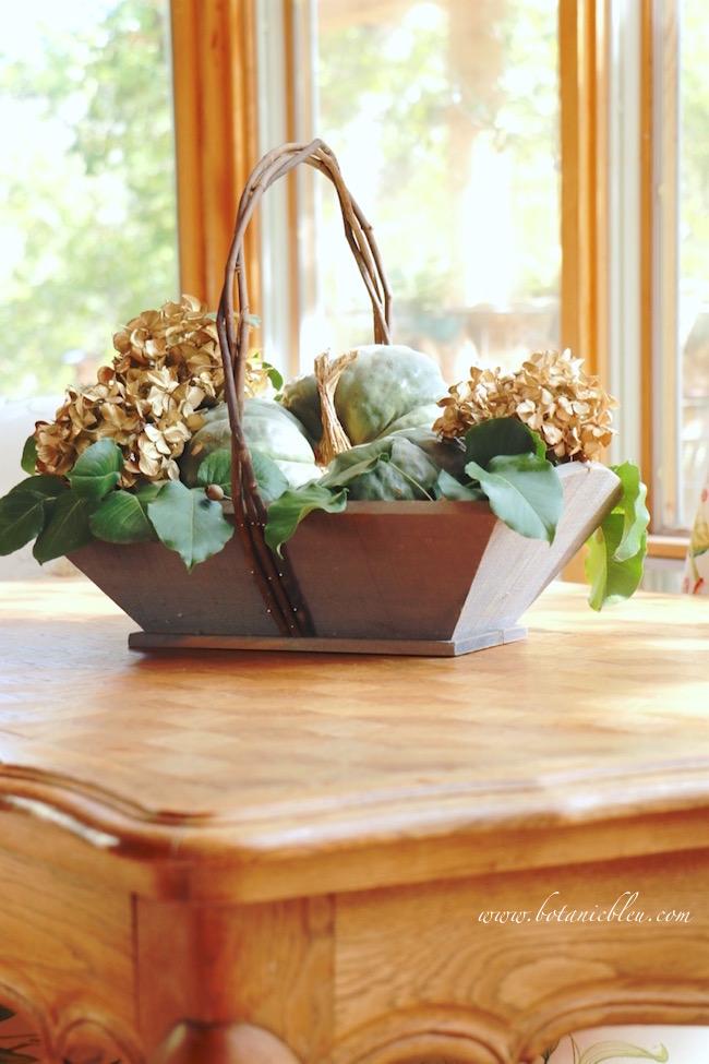fall-rustic-pumpkin-hydrangea-basket