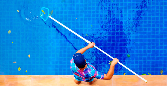 Passar a peneira na piscina