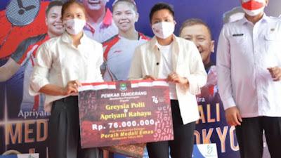 Bupati Tangerang Berikan Gratis Bayar PBB dan Uang Untuk Greysia Polii dan Apriani