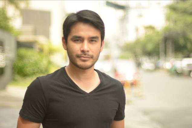 'Let's Tweet With Our Feet' Atom Araullo Convinces Anti-Marcos to Join Protest