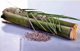 buluh ditutupi dengan tanah liat