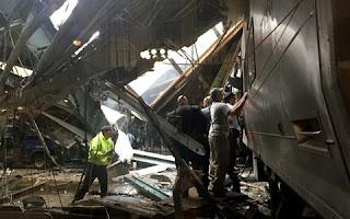 Mais de 100 pessoas ficaram feridas após um trem de passageiros descarrilhar e bater em uma estação em Nova Jersey, nos Estados Unidos. Também há passageiros presos, segundo os serviços de emergência locais - há relatos de mortos.