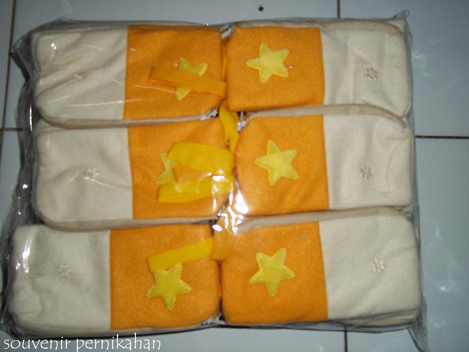 Souvenir Pernikahan Murah Sarung Hp BLUDRU Crem Orange