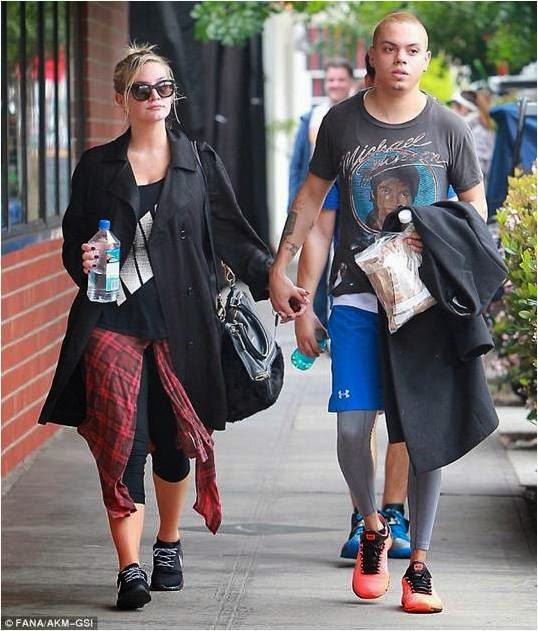 Ashlee Simpson Wearing Seraphine Maternity Fashion