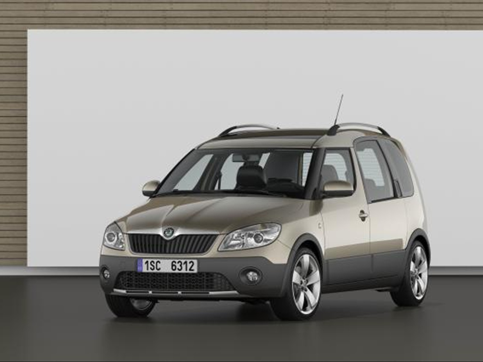 car pictures skoda roomster scout 2011. Black Bedroom Furniture Sets. Home Design Ideas