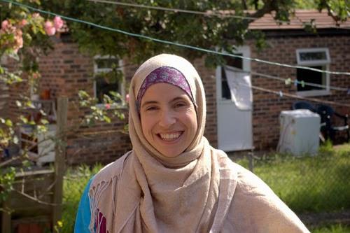 Wanita Inggris Banyak Memeluk Islam