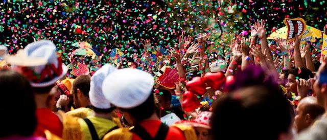 25 Nomes divertidos de blocos de Carnaval para você morrer de rir