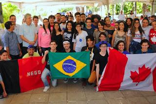 Mais de 100 alunos da rede estadual embarcam nesta sexta-feira para o Canadá