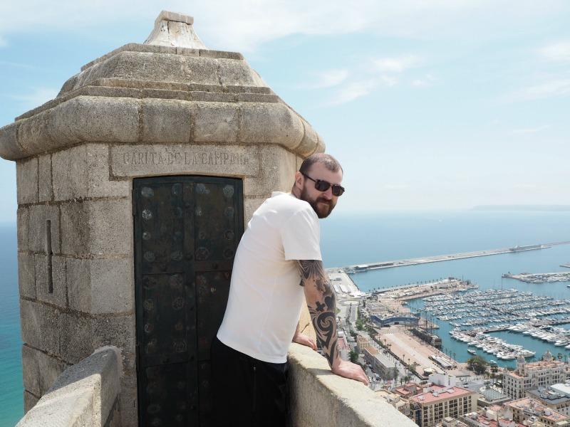 Gordon by a turret of Alicante castle